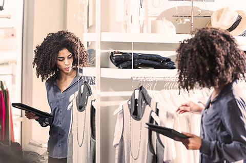 Lady with Afro shopping with ipad
